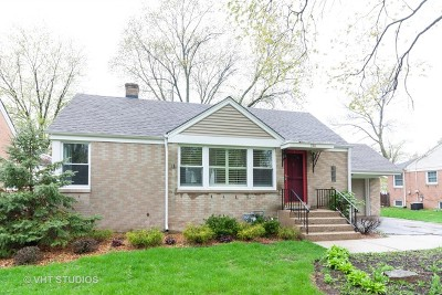 Clarendon Hills Single Family Home For Sale: 134 Iroquois Drive