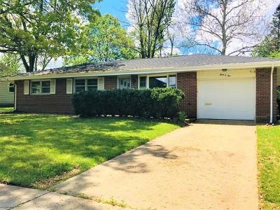 Bloomington Single Family Home New: 305 Mecherle Drive