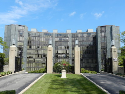 Wilmette Condo/Townhouse For Sale: 1420 Sheridan Road #8A
