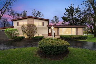 Glenview Single Family Home Contingent: 117 Fernwood Drive