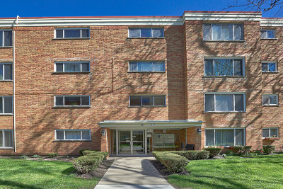 Condo/Townhouse For Sale: 1819 West Thome Avenue #N404