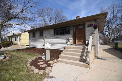 Bartlett Single Family Home Contingent: 219 North Marion Avenue