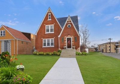 Elmwood Park Single Family Home For Sale: 2501 North 78th Avenue