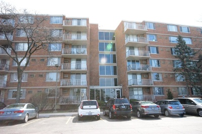 Lombard Condo/Townhouse For Sale: 2201 South Highland Avenue #6G