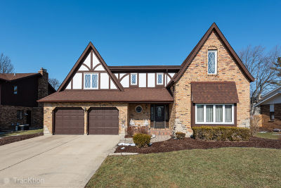 Downers Grove Single Family Home For Sale: 830 Claremont Drive