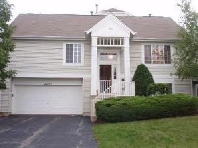 Aurora Condo/Townhouse For Sale: 2210 Daybreak Drive #2210