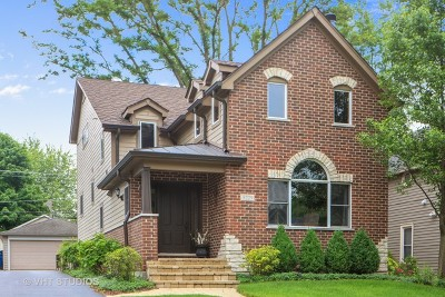 Downers Grove Single Family Home For Sale: 5229 Benton Avenue