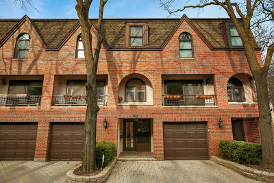 Condo/Townhouse For Sale: 1648 North Burling Street #B