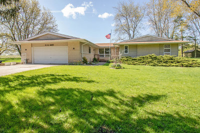 West Chicago Single Family Home For Sale: S540 Circle Drive