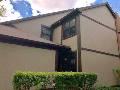 Wheeling Condo/Townhouse For Sale: 242 Woodmere Lane