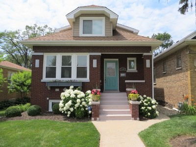 Brookfield Single Family Home For Sale: 3440 Prairie Avenue