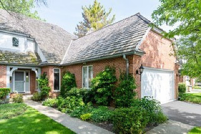 Lake Forest Condo/Townhouse For Sale: 1074 Franz Drive