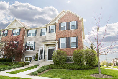 Gilberts Condo/Townhouse For Sale: 477 Town Center Boulevard