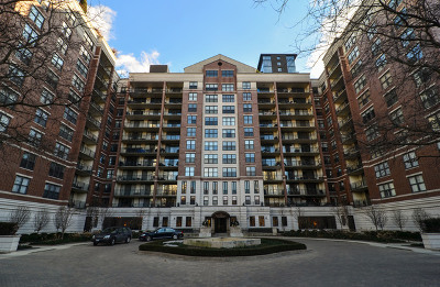 Condo/Townhouse New: 55 West Delaware Place #1006