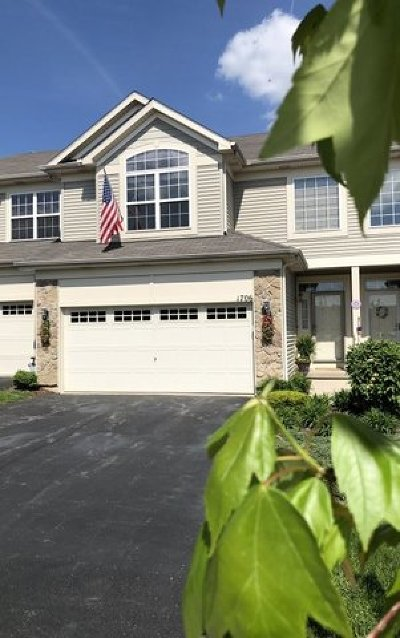 Shorewood Condo/Townhouse For Sale: 1706 Fieldstone Court