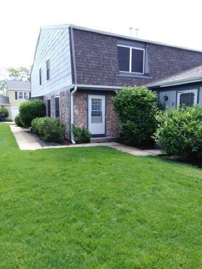 Vernon Hills Condo/Townhouse For Sale: 326 Farmingdale Circle