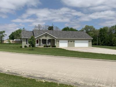 Clinton IL Single Family Home For Sale: $211,000