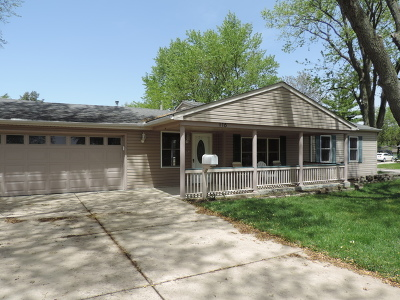 Streamwood Single Family Home For Sale: 116 East Chestnut Drive