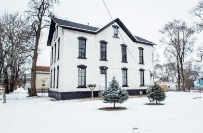 Joliet, Shorewood Rental For Rent: 600 North Broadway Street #1