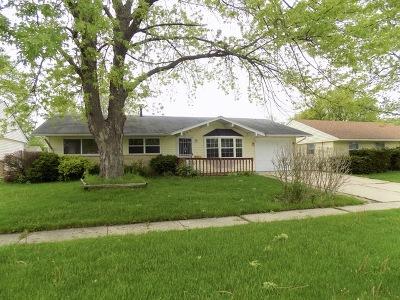 Streamwood Single Family Home Contingent: 500 Robinhood Drive