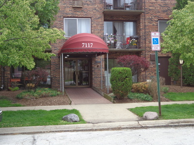 Oak Lawn Condo/Townhouse For Sale: 7117 West 93rd Street #PH2
