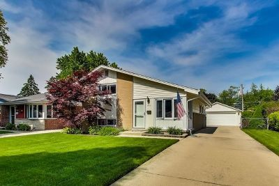 Mount Prospect IL Single Family Home For Sale: $319,000