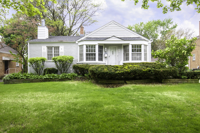 Clarendon Hills Single Family Home For Sale: 6 Hiawatha Drive