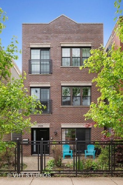 Single Family Home For Sale: 1925 West Roscoe Street