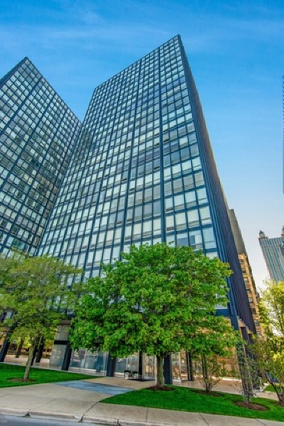 Streeterville, Gold Coast Galleria Condo/Townhouse For Sale: 880 North Lake Shore Drive #16DH