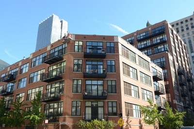 Condo/Townhouse Contingent: 333 West Hubbard Street #1004