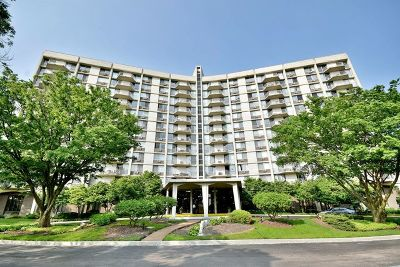 Oak Brook Condo/Townhouse For Sale: 20 North Tower Road #3D