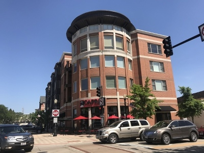 Downers Grove Condo/Townhouse For Sale: 945 Burlington Avenue #206