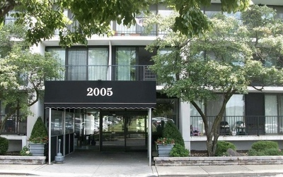 Lombard Condo/Townhouse For Sale: 2005 South Finley Road #112