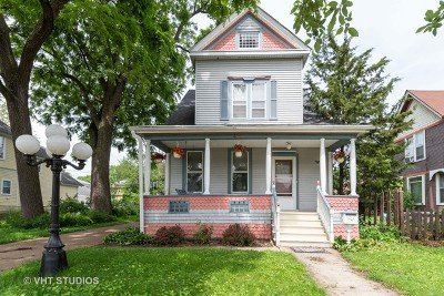Aurora Single Family Home New: 425 Grant Place