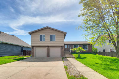 Hanover Park Single Family Home For Sale: 5407 Arlington Drive West