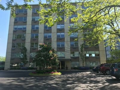 Wilmette Condo/Townhouse For Sale: 1440 Sheridan Road #UL101