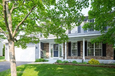 Cary Single Family Home For Sale: 76 Ivanhoe Lane