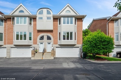 Skokie Condo/Townhouse For Sale: 7013 Lorel Avenue