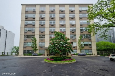 Wilmette Condo/Townhouse For Sale: 1440 Sheridan Road #702