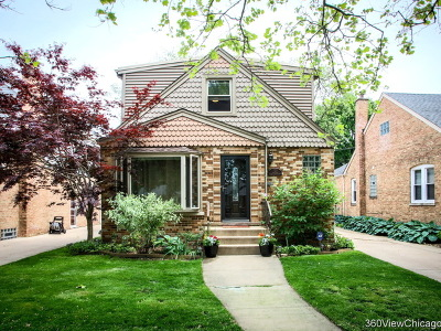 Forest Glen Single Family Home For Sale: 7127 North Merrimac Avenue