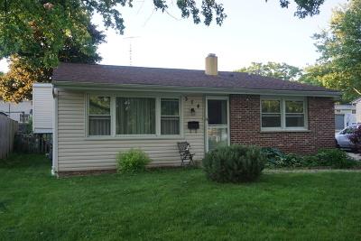 Carpentersville Single Family Home For Sale: 374 Tee Lane