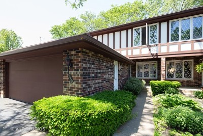 Crystal Lake Condo/Townhouse For Sale: 550 Woodmar Lane