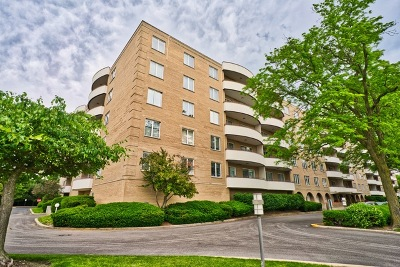 Lincolnwood Condo/Townhouse For Sale: 6400 North Cicero Avenue #408