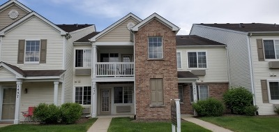 Aurora IL Condo/Townhouse For Sale: $119,900