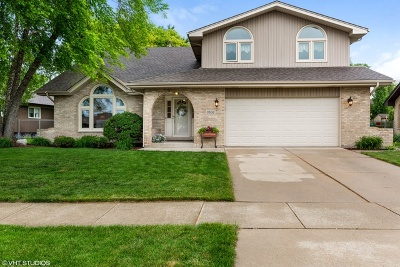 Orland Park Single Family Home For Sale: 11832 Brookshire Drive