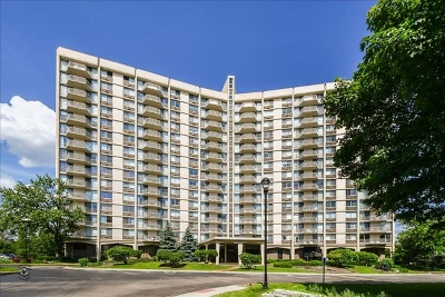 Oak Brook Condo/Townhouse Price Change: 40 North Tower Road #15H