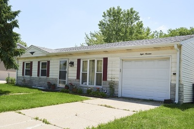 Streamwood Single Family Home For Sale: 819 East Schaumburg Road