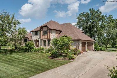 Lemont Single Family Home For Sale: 4 Woodland Drive