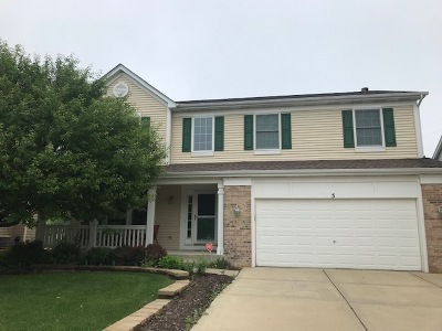 South Elgin Single Family Home Contingent: 5 Thorndale Court