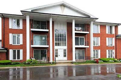 Oak Lawn Condo/Townhouse For Sale: 5721 Circle Drive #202